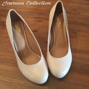 Journee Collection Shoes - Beigh pumps in excellent condition