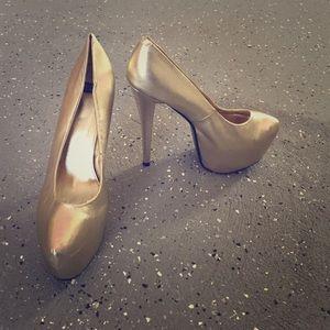 N.Y.L.A. Shoes - Gold platform pumps