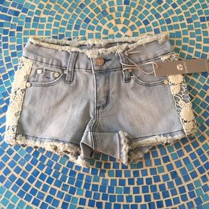 Tractr Other - NWT Tractr Acid wash crochet girls shorts