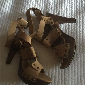 Guess Shoes - Guess sexy Shoes, with some wear check pics