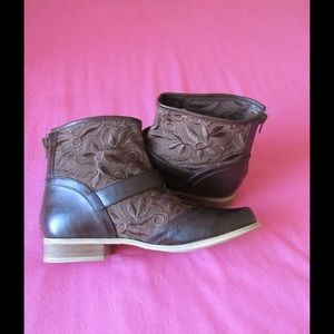 Two Lips Shoes - Spectacular Brown Booties W/Straps & Buckles