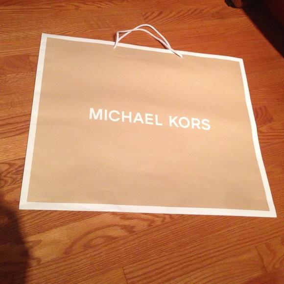 Michael Kors - Mk shopping bag from Marta's closet on Poshmark