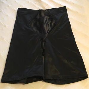 Inspirations Other - Black shape wear