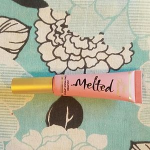 Melted too faced lipstick - nude