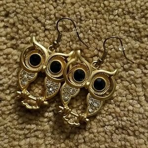 Jewelry - Adorable gold owl earrings