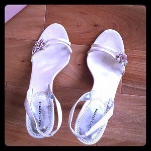 Valerie Stevens Shoes - ❗Clearance ❗Valerie Stevens White w/ Brooch Heels