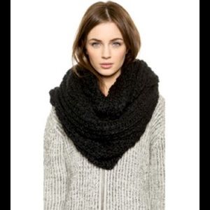 Accessories - Super Chunky Black Infinity Scarf