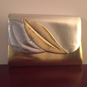 Handbags - 👛 Just Reduced 👛 NWOT Gold and Silver Clutch