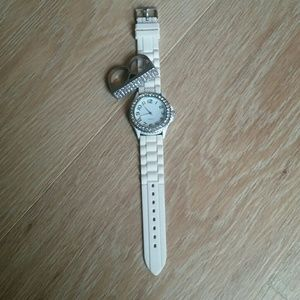 Accessories - White fashion watch with matching ring
