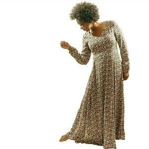 Dresses & Skirts - Floral Long Sleeve Maxi Dress