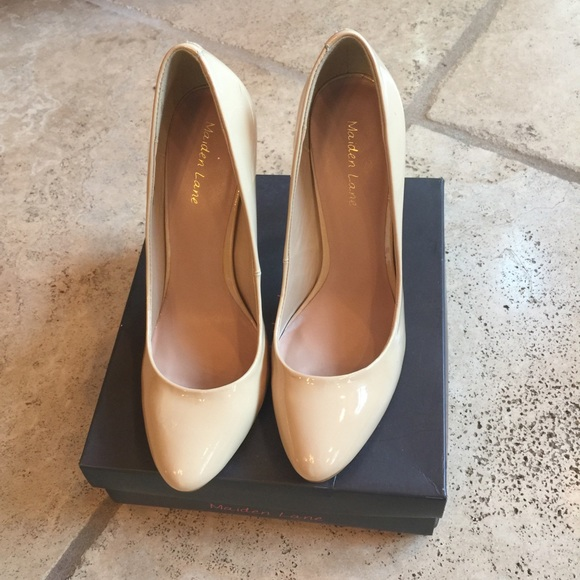 Maiden Lane Shoes | Basic Nude Pump