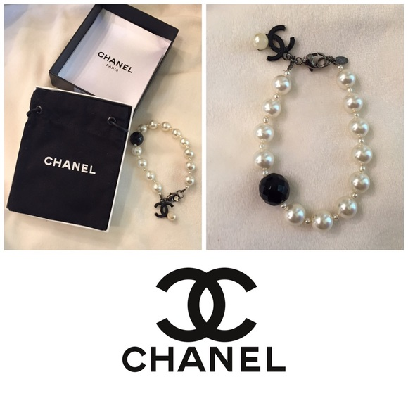 CHANEL Jewelry | Authentic Pearl Bracelet Wblack Onyx Cc ...