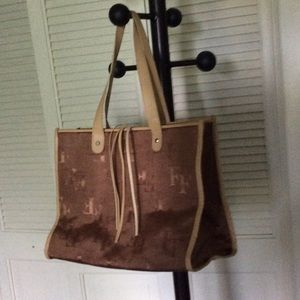 Brown/gold medium-size tote or handbag