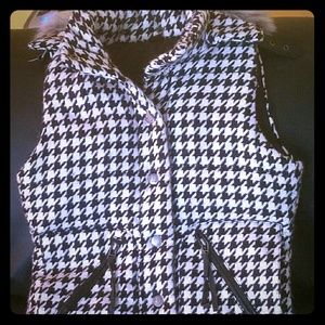 Houndstooth vest with removable fur hood