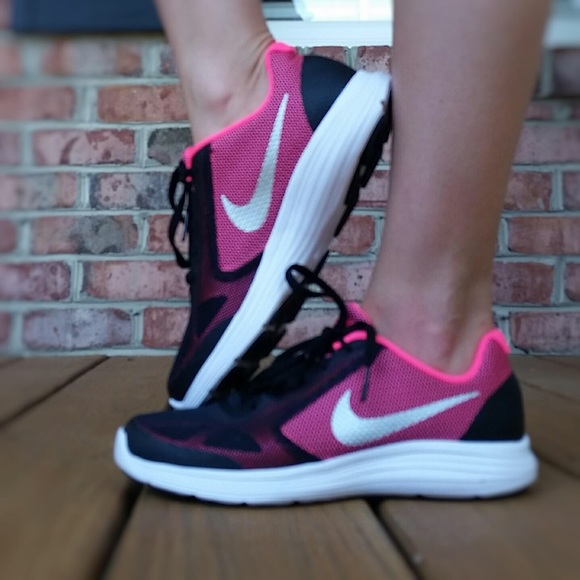 nike revolution 3 black and pink