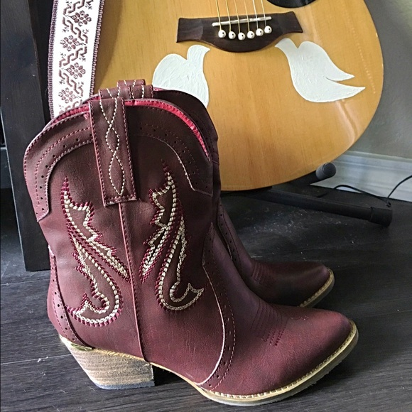 4a1f558f025 Very Volatile Calico Ankle Cowboy Boots
