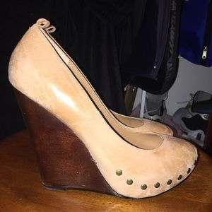 Aldo ankle strap studded tan wedge 40/9