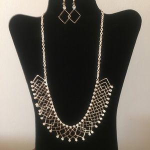 Jewelry - 💨SALE Necklace and Earrings Set