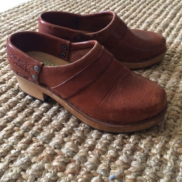 0a4c0530cc1ff Sale!🍂Vintage wooden leather French clogs, size 8
