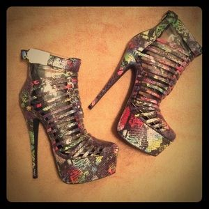 Penny Sue Shoes - !NEW! Multicolor snake print platform booties