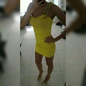 Dresses & Skirts - NEW Yellow dress!!!