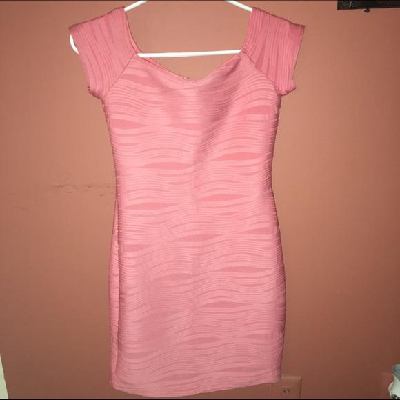 Short sleeve - off the shoulder wavy bodycon dress
