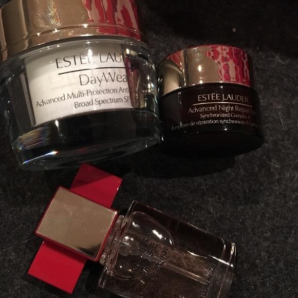 Estee Lauder Makeup - Estée Lauder cosmetic bag with samples
