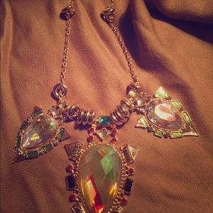 Jewelry - Statement necklace, stunning stones