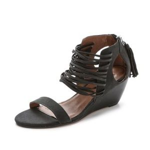 Evereve Shoes - Matiko Bryn Strappy Wedge sandals size 7.5