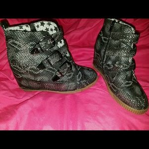 Penny Sue Shoes - Size 7.5 Penny Sue Snakeprint wedge sneakers