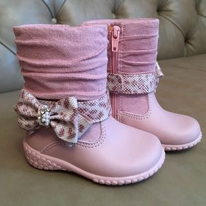 Pampili Other - New Baby girl boots 😍