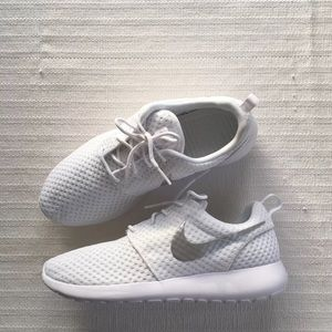 Nike Roshe En Bris Casual Sko Hvit Farge QjChOsQ