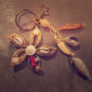 Accessories - Tribal shell flower design keychain