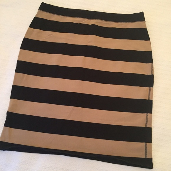 Shop Women's Old Navy Black Tan size M Pencil at a discounted price at Poshmark. Description: Thick stretchy material. About knee length. In good condition.. Sold by alissonrios1. Fast delivery, full service customer support.