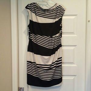 Bisou Bisou Dresses & Skirts - Black & white Bisou Bisou dress