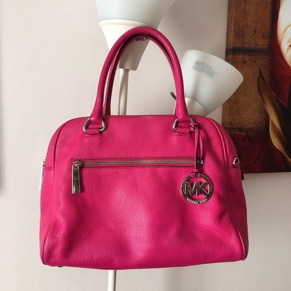 4ad1dade54 Michael Kors Pink Soft Leather Purse. M 57d0ce05291a35c9d9017894