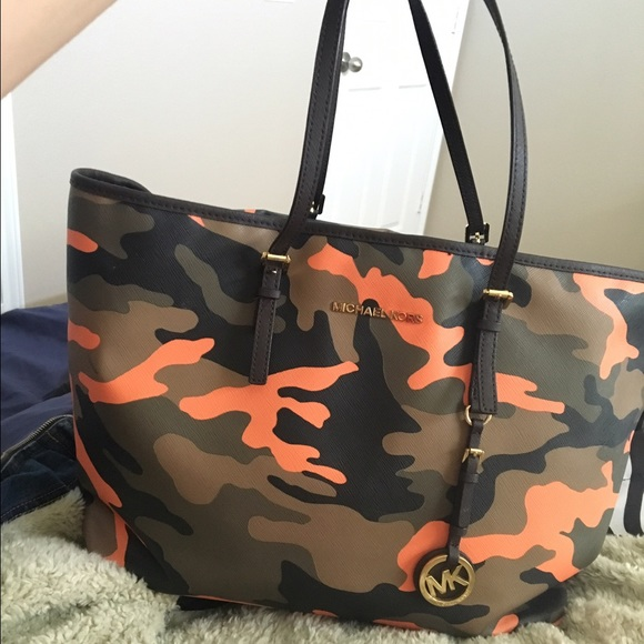 f6afee21703d Michael Kors Jet Set travel poppy Orange camo tote.  M 57d1942cbf6df514f40472f9