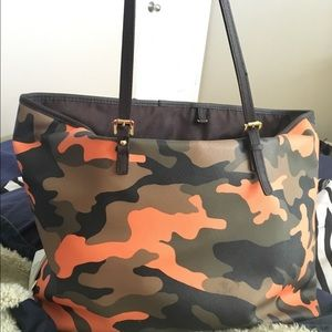 305ba90b6178 Michael Kors Bags - Michael Kors Jet Set travel poppy Orange camo tote