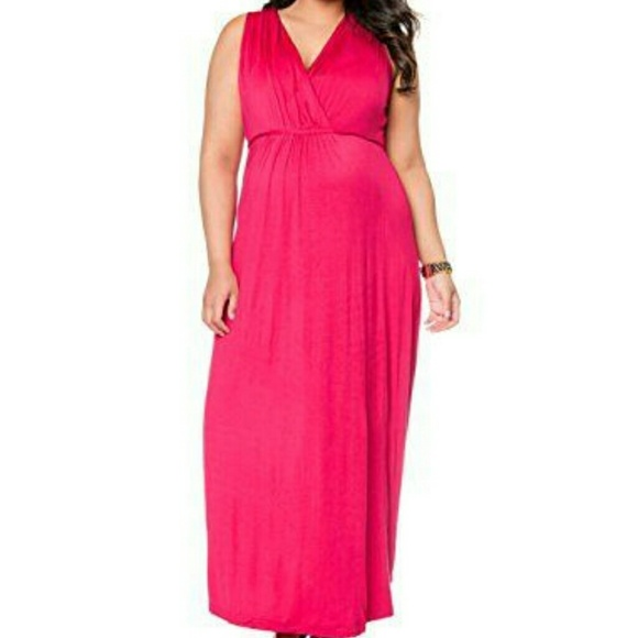 Plus size maternity (maxi) dress