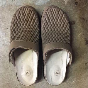 Propet Shoes - NWOT Propet tan clogs.