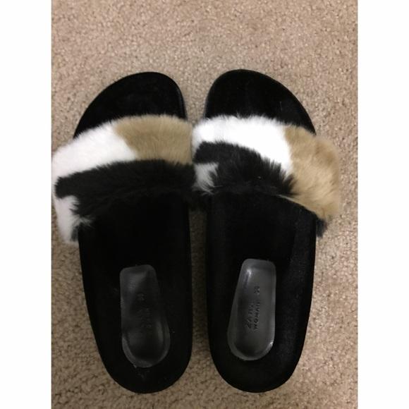 2426a797d05 Zara faux fur slides. M 57dd8c0ac6c795de3f0090c1