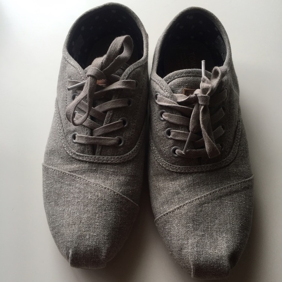 1289cac29cef TOMS Grey Hemp Canvas Cordones Women s Shoes. M 57d1e060bf6df5acf40070f1
