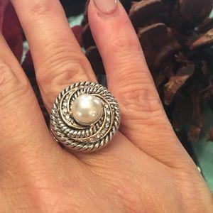 Jewelry - NWOT Mermaid Pearl Ring