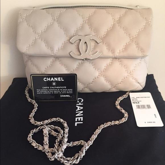 c03ffda19a5787 Chanel Handbags - Chanel Beige Leather Hampton Bag