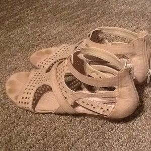 Relativity Shoes - Tan gladiator sandals, perfect condition.
