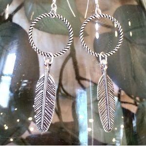 Jewelry - Feather dangle earrings