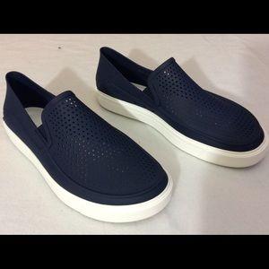CROCS Other - Crocs men size 10 loafer slip on