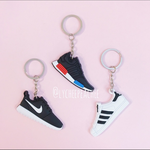3330ccef6 Sneaker keychain 👟💗. Boutique. Adidas