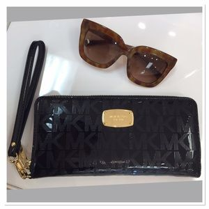 Brand New with tags Michael Kors Large Wallet