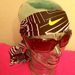 9e6550f27b7 Nike Accessories - ONLY 1 LEFT! Nike Reversible Dri-Fit Head Tie 2.0